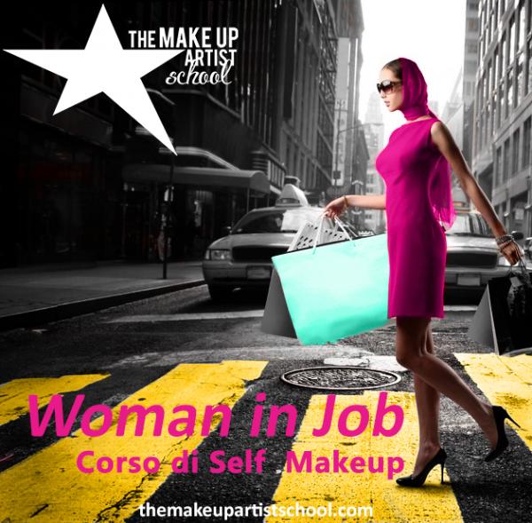woman-in-street-con-logo-bianco-1-copia